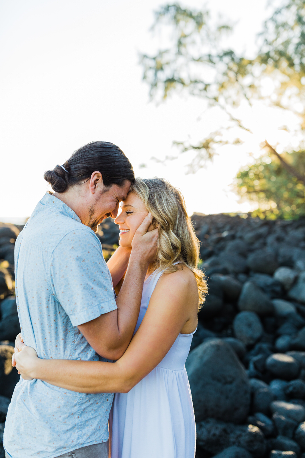big-island-couple-hilo-photographer-sunrise-elopement-engagement-beach-0586.jpg