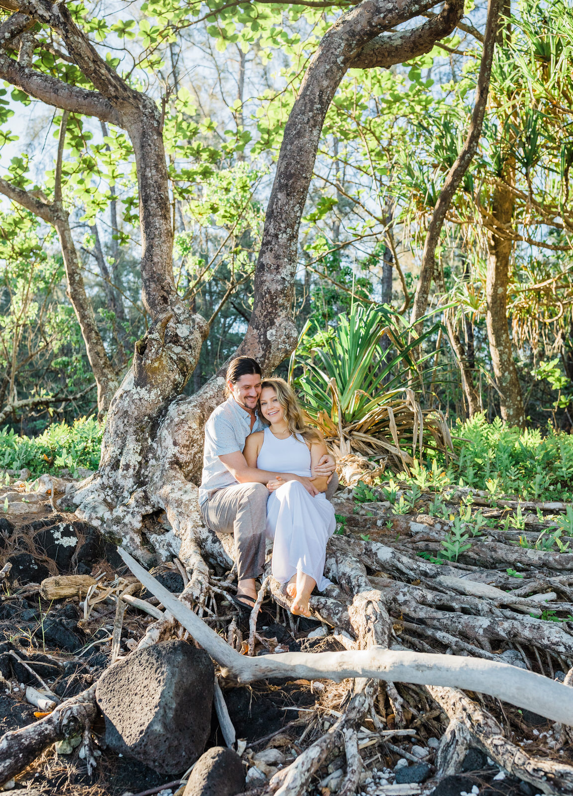 big-island-couple-hilo-photographer-sunrise-elopement-engagement-beach-0808.jpg