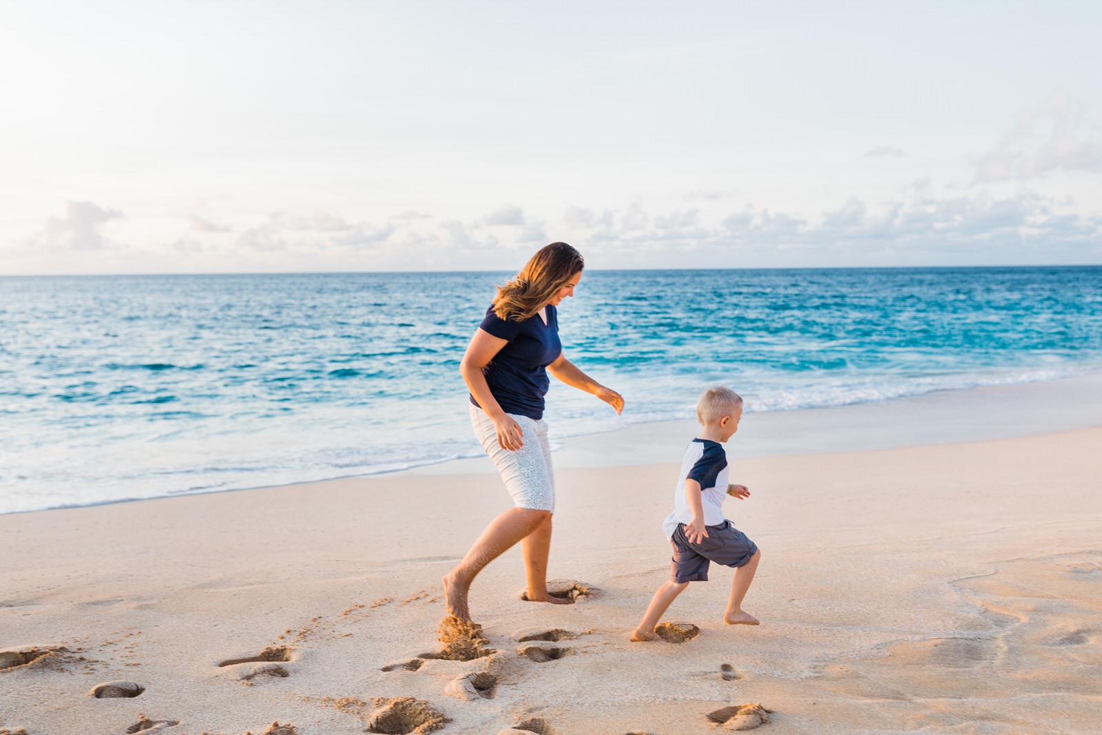 extended-family-big-island-vacation-cousins-grandparents-beach-waikoloa-sunset-hawaii-7219.jpg