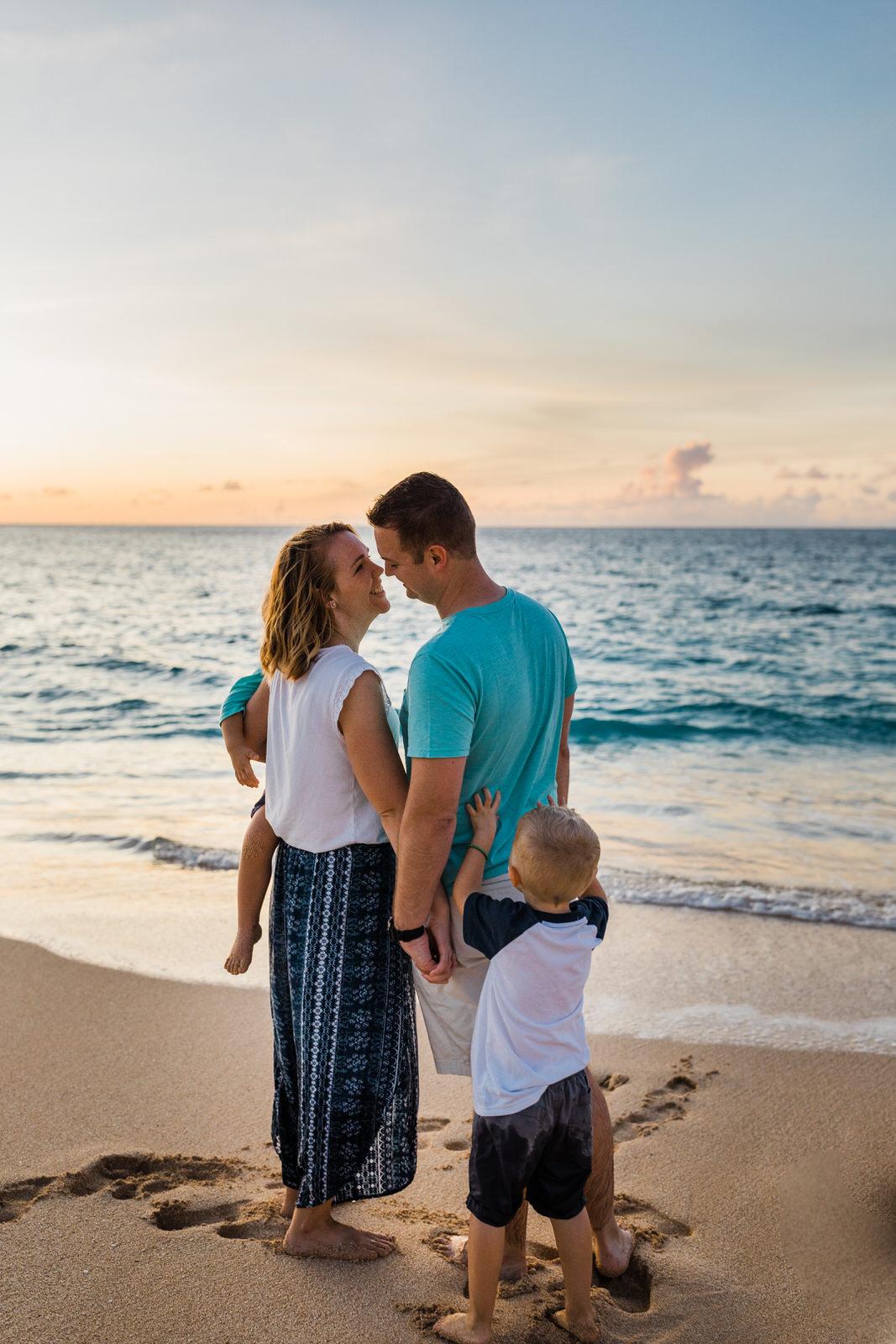 extended-family-big-island-vacation-cousins-grandparents-beach-waikoloa-sunset-hawaii-7259.jpg