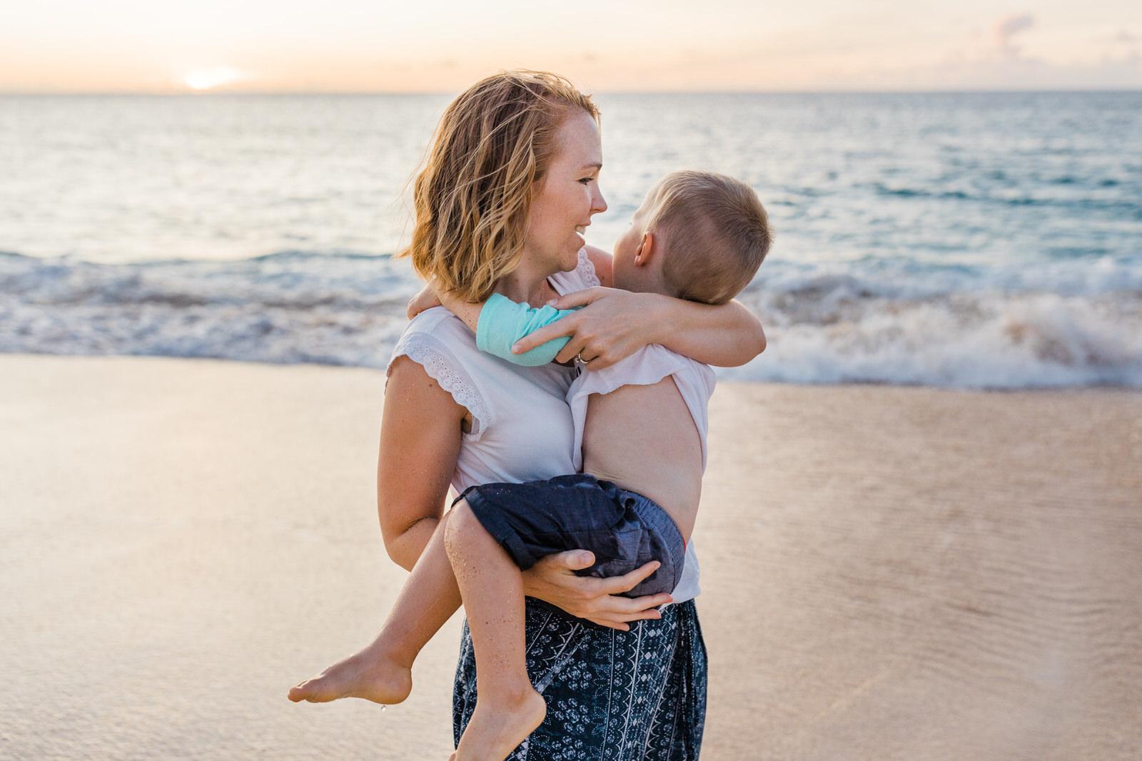 extended-family-big-island-vacation-cousins-grandparents-beach-waikoloa-sunset-hawaii-7289.jpg