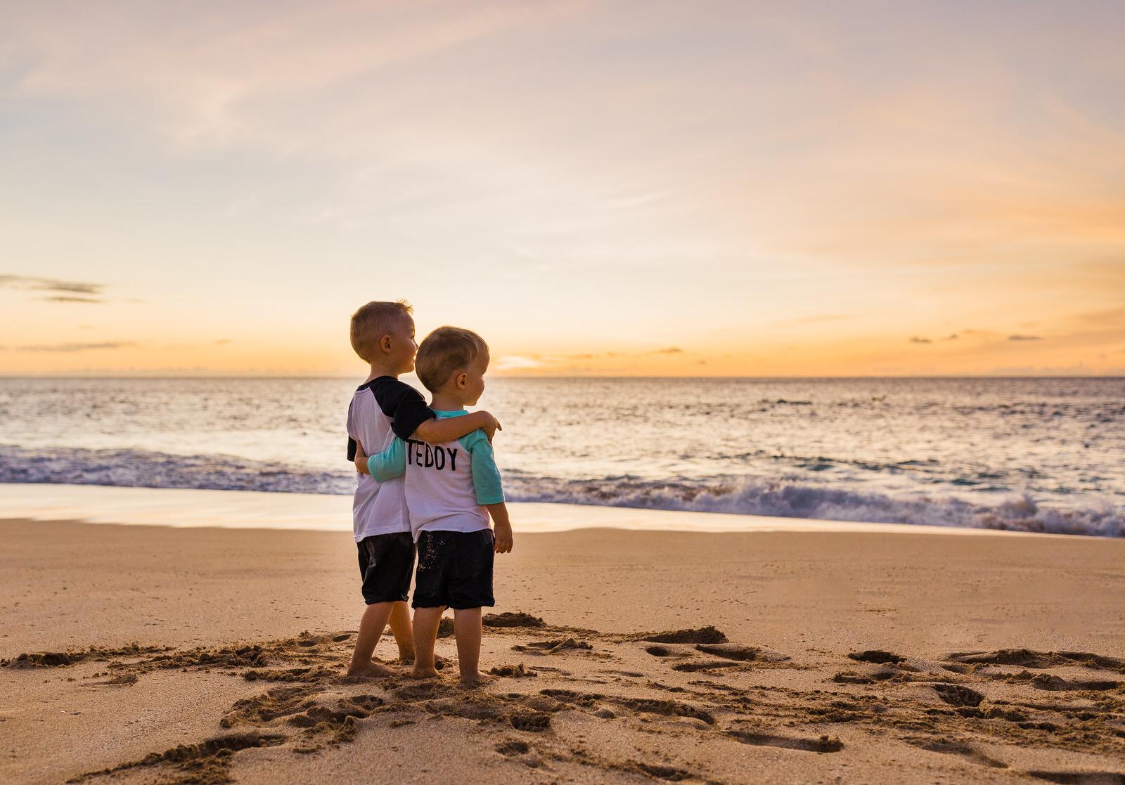 extended-family-big-island-vacation-cousins-grandparents-beach-waikoloa-sunset-hawaii-7376-1.jpg