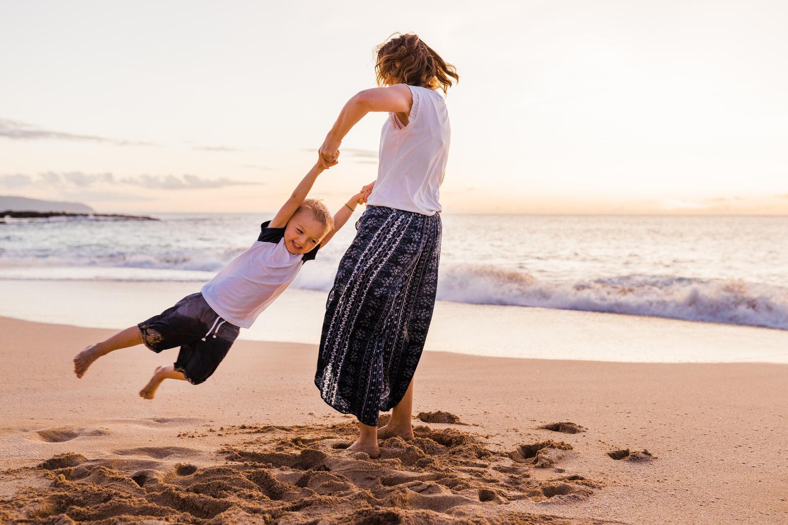 extended-family-big-island-vacation-cousins-grandparents-beach-waikoloa-sunset-hawaii-7409.jpg