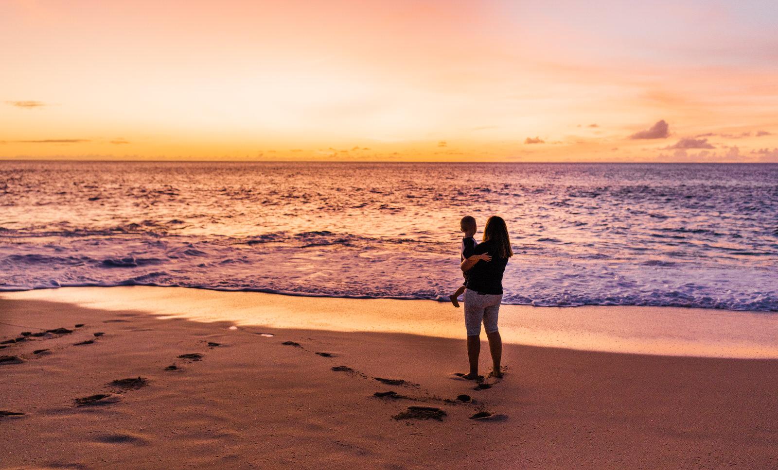 extended-family-big-island-vacation-cousins-grandparents-beach-waikoloa-sunset-hawaii-7486.jpg