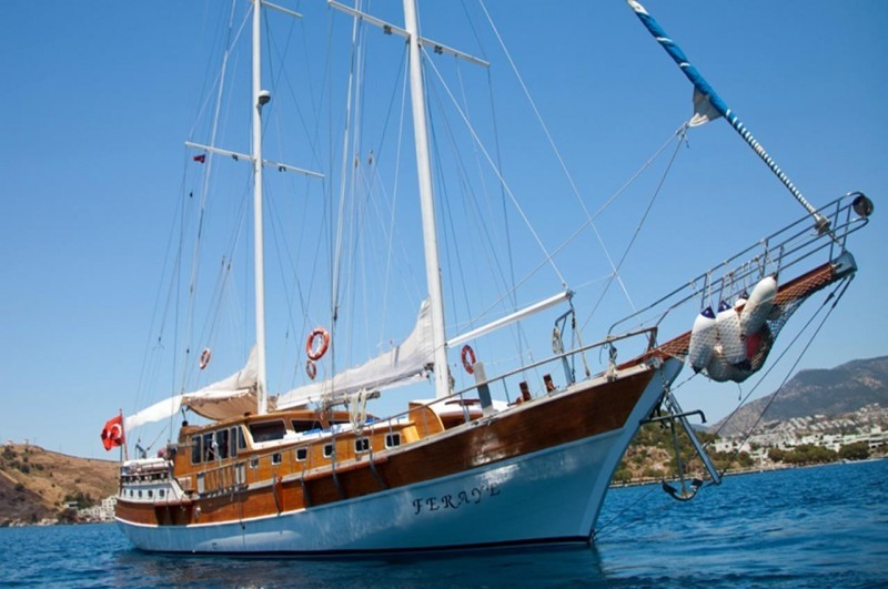 yacht 13.jpg