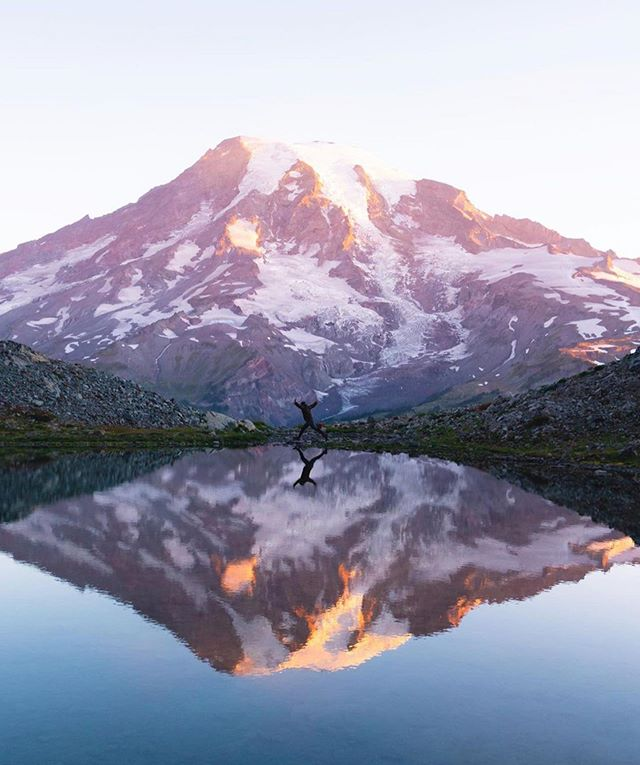 Mountain Monday 🏔 . 📸 @jesseroos . . . . . . #mtrainier #mountainmonday #mountaincrushmonday #pnw #pnwonderland #pnwyoga #getoutside