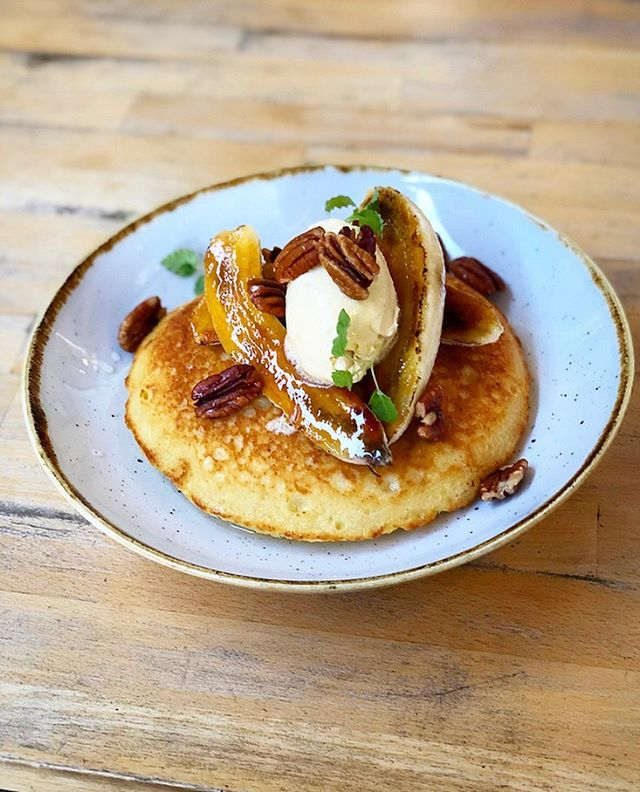 New spring menu HOTCAKE! ⠀ •⠀ Yoghurt, lemon & ricotta hot cakes, brûléed banana. Candied pecans, marscapone, & cinnamon crumble! You're going to love this ❤️