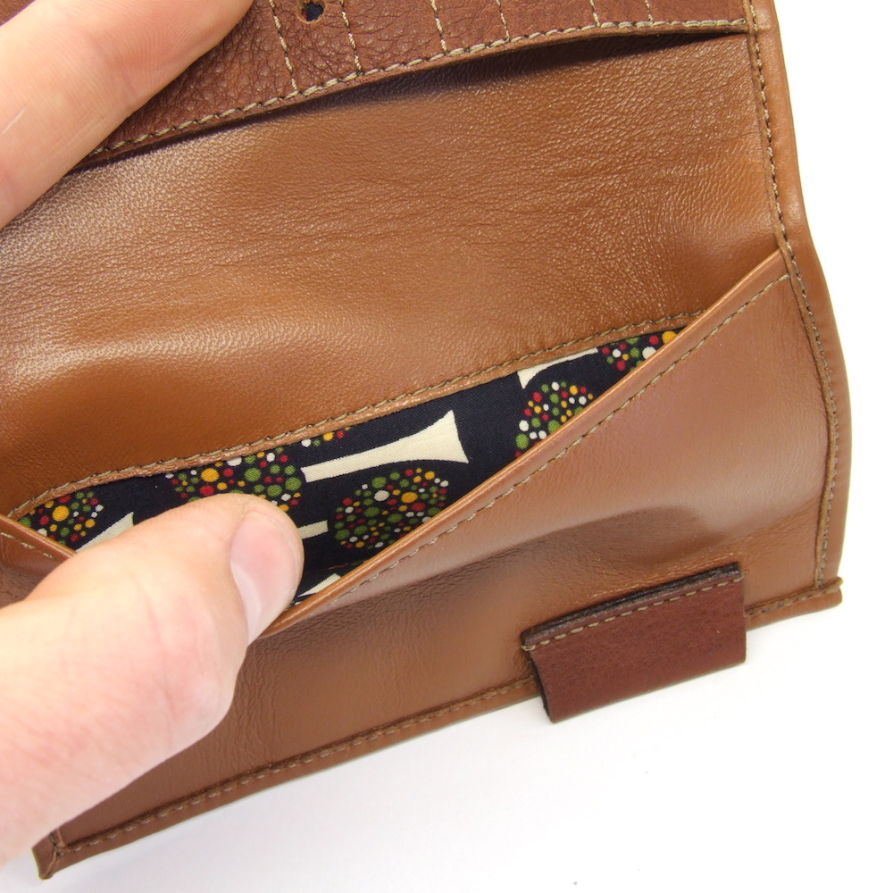custom-remade-tan-leather-wallet-pocket-detail-2.jpg