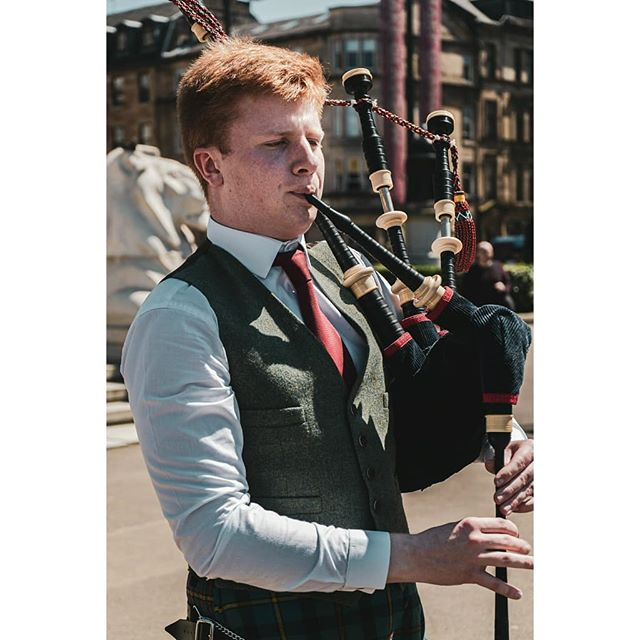 Are you a musician looking for some headshots and/or photos of your live performances? Get in touch and we can sort the rest out! ----- Shots of @cammyy180 busking in George Square. ----- #bagpipes #glasgow #photography