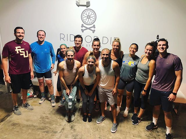 Do you have a crew that you want to sweat with in a private ride ?! Whether it be your closest friends, a birthday, a company outing... anything! DM or email us to book😁 Tag a member of one of your crews! 💪🏼