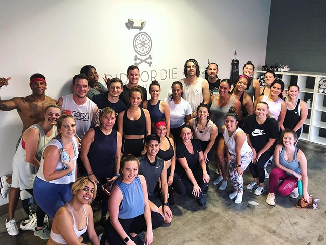 SOLD OUT Hip Hop Happy Hour!! The energy in this crew is amazing! Everyone came to work and left sweaty & smiling😁 That's what it's all about! 💪🏼