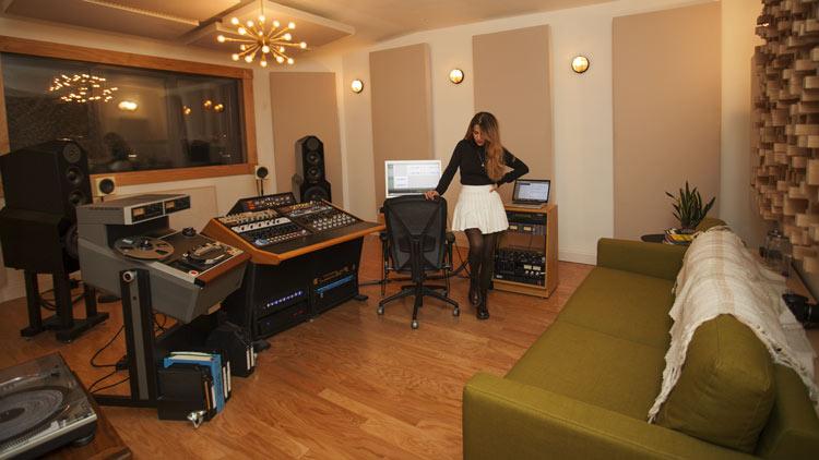 heba-kadry-in-her-studio.jpg