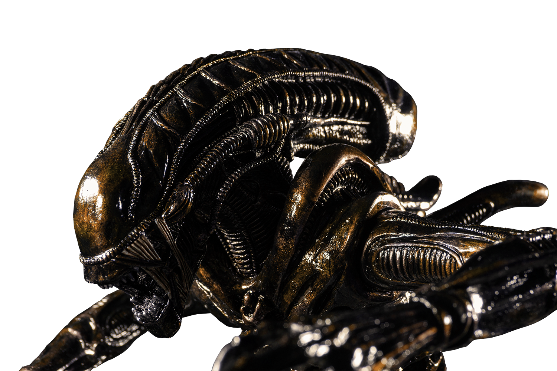 IKO1605-Alien-in-Water-Statue-New-Paint-15-249.png