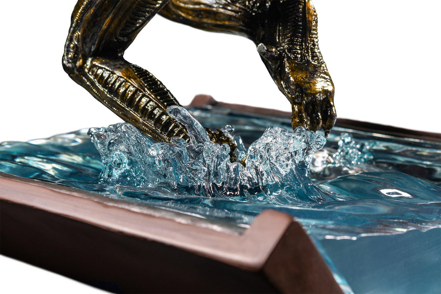 IKO1605-Alien-in-Water-Statue-New-Paint-16-217.png