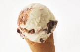 Chocolate Coconut – NEW  Rich and creamy coconut dairy cream ice cream with chocolate sauce and milk chocolate chunks. Made with local milk and clotted cream.