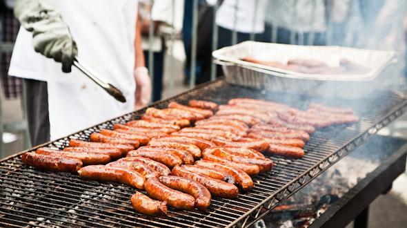 JimnNicks-Sausage-grilling-©-2011-Jonathan-Meter.jpg