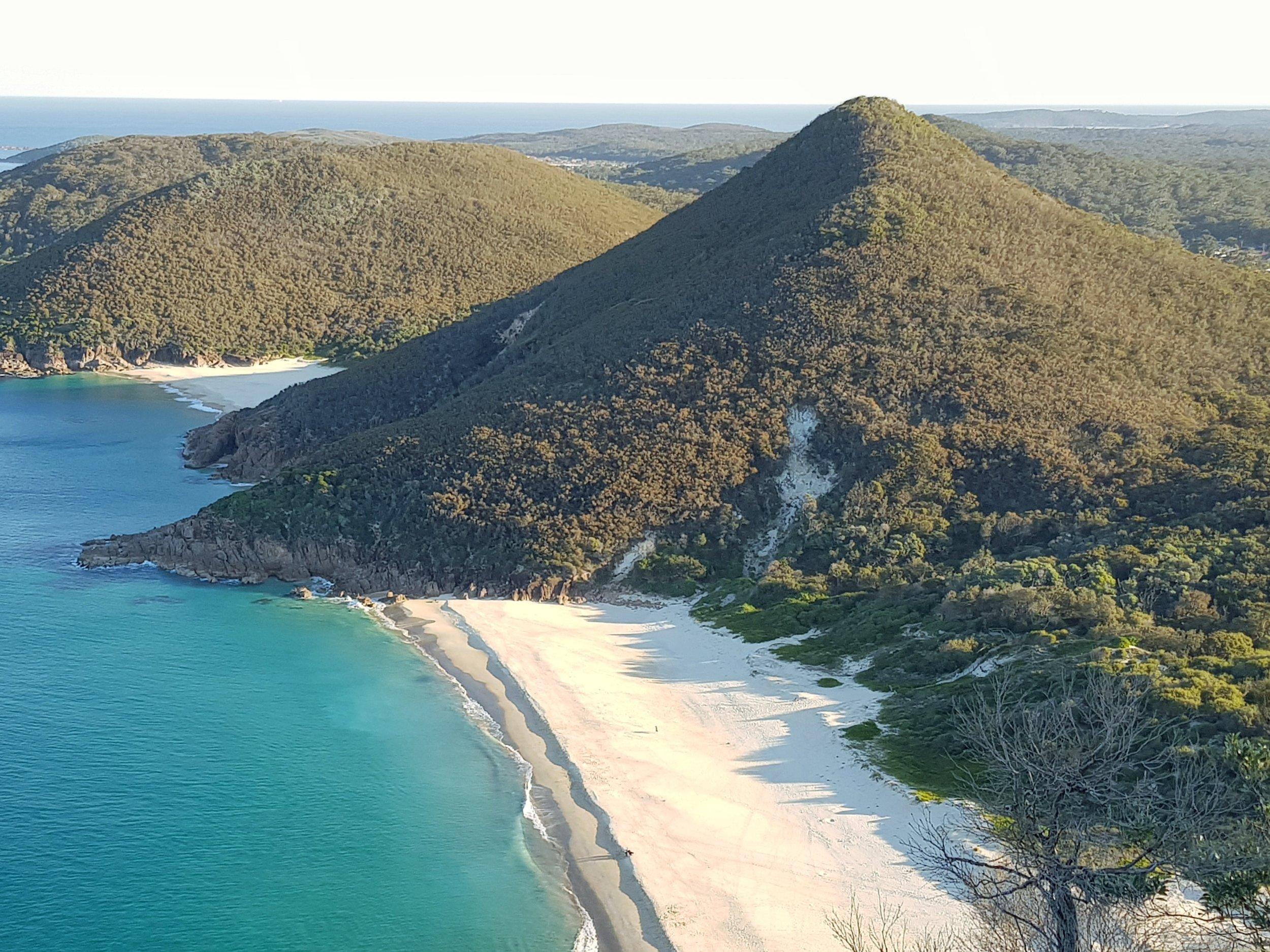 free-stock-photo_example-australia-beach-mountain.jpg