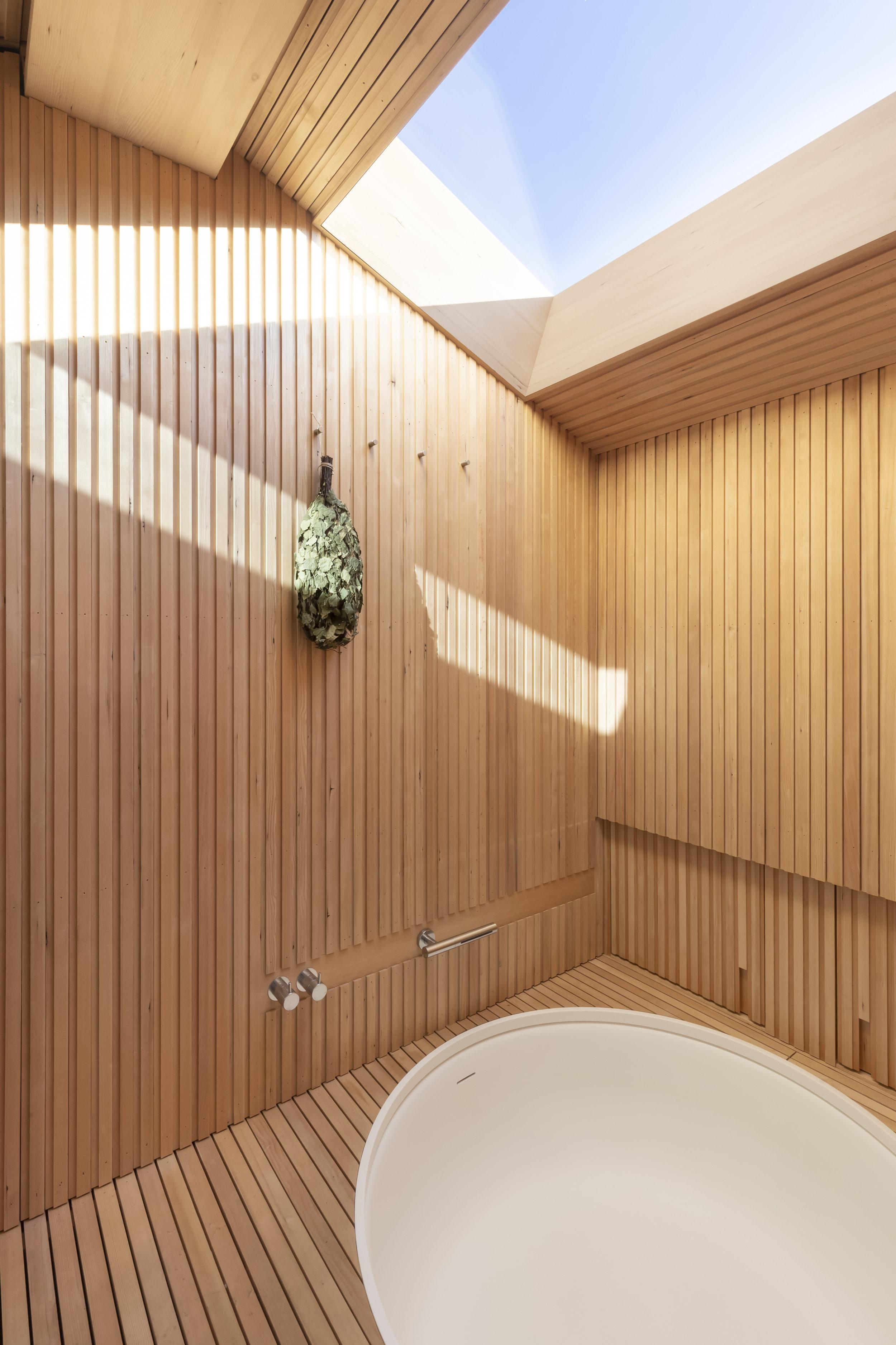 Decca Sauna