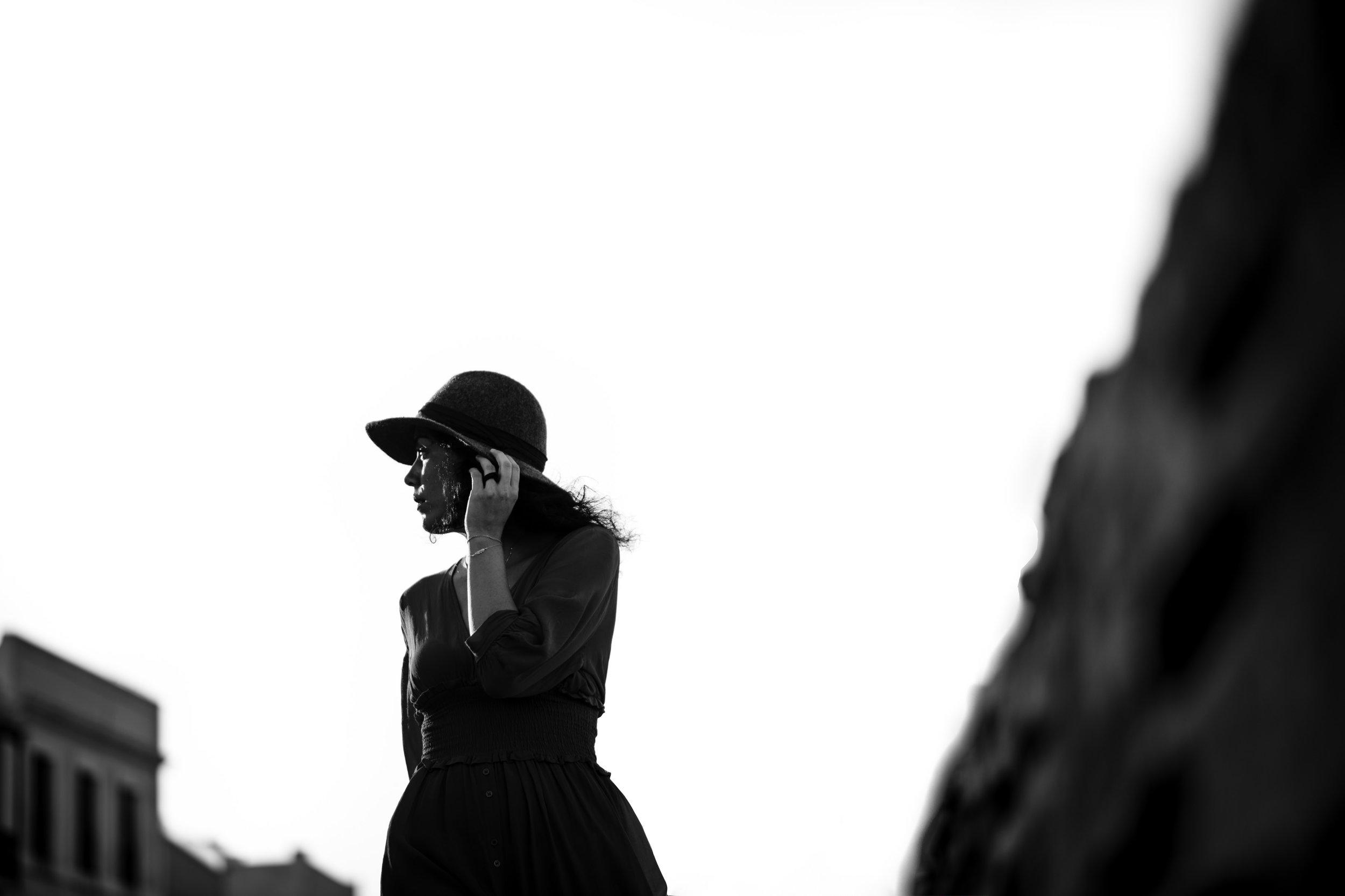 Hola! soy Rocio Vega.Soy madre, pareja, hija, hermana, amiga,una mujer enamorada de la fotografía, los viajes y de coleccionar momenticos. - He sido fotógrafa de bodas por más de 17 años, he capturado más de 400 bodas en 10 países diferentes, y sigo enamorándome cada día más de mi trabajo.Si estás buscando a alguien que no sólo haga fotografías sino que haga parte y viva vuestra boda intensamente estáis en el sitio indicado.