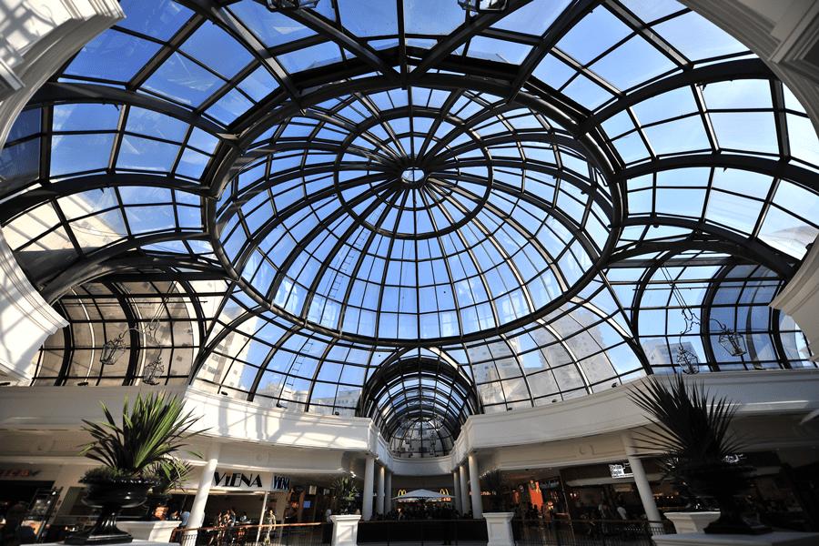 Vista interna do Shopping Higienópolis, São Paulo