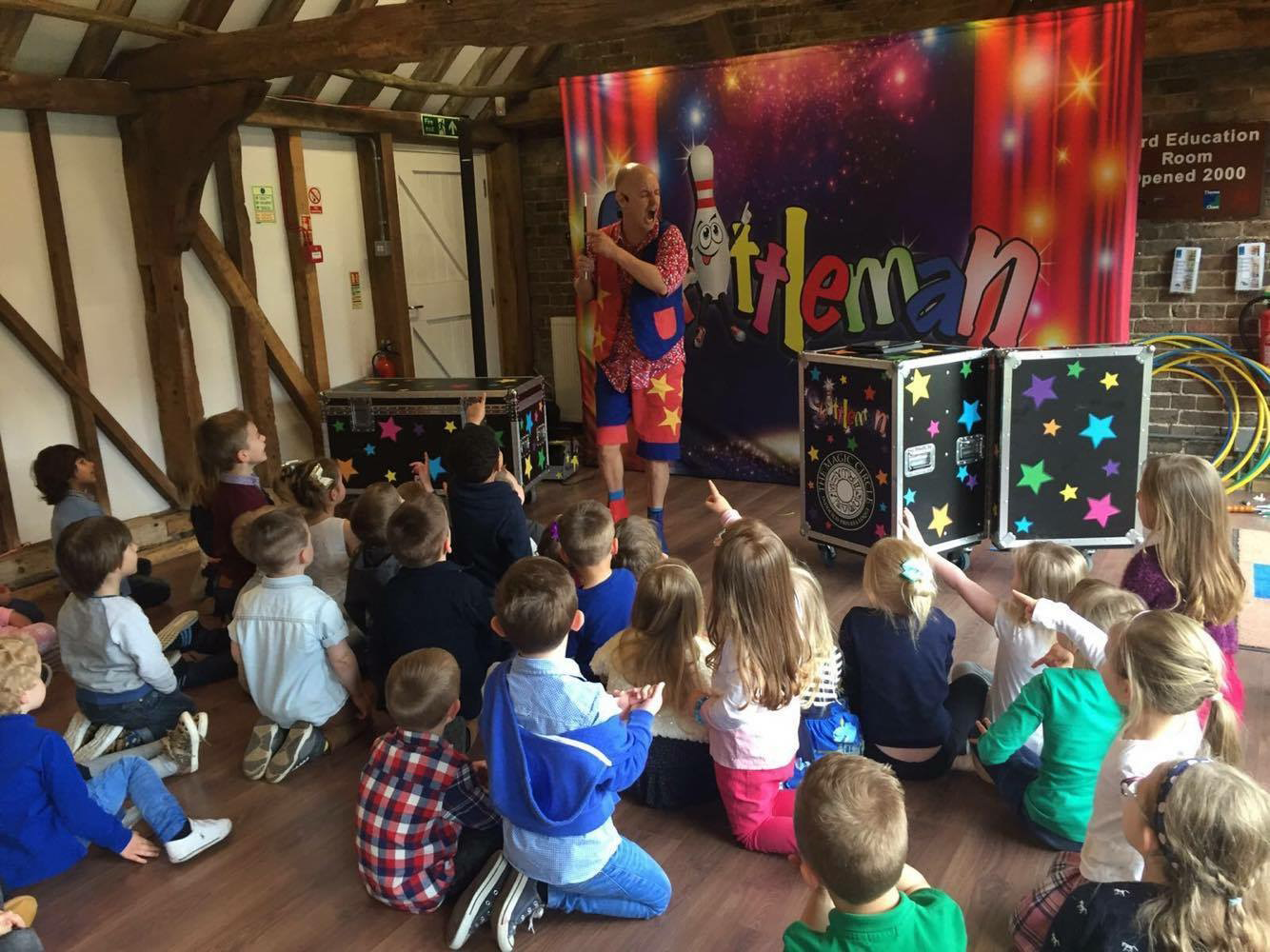 childrens-party-entertainer-essex-4.png