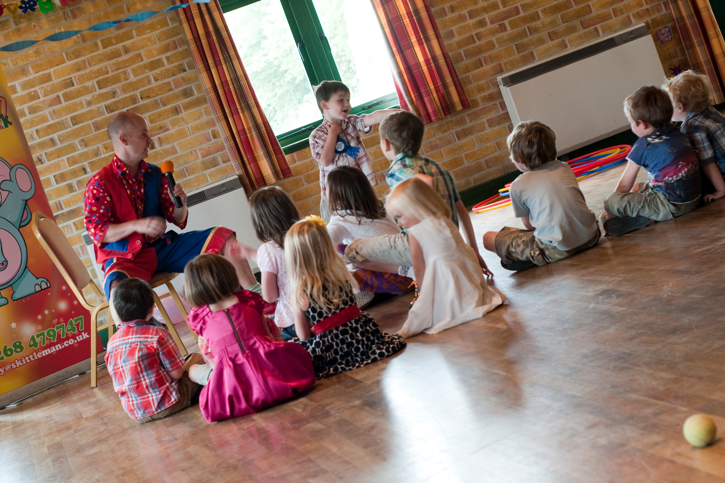 childrens-party-entertainer-essex-2.png