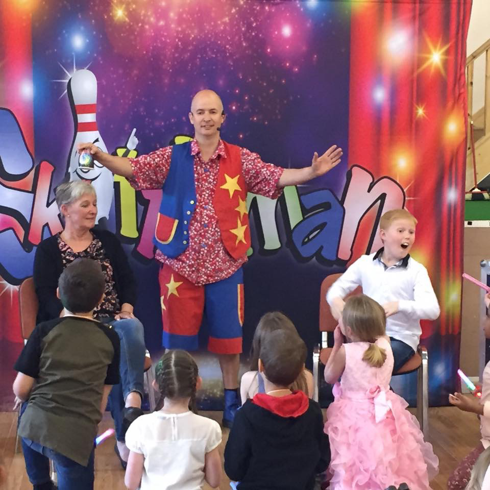 childrens-party-entertainer-essex-14.png
