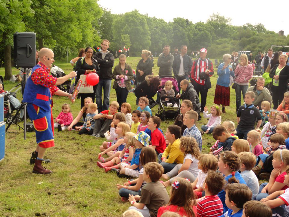 childrens-party-entertainer-essex-17.png
