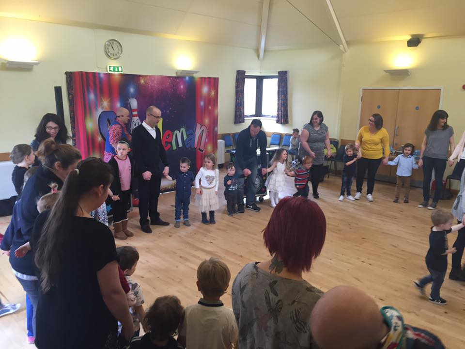childrens-party-entertainer-essex-21.png
