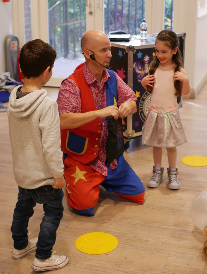 childrens-party-entertainer-essex-31.png