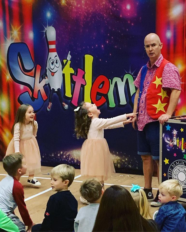 childrens-party-entertainer-essex-32.png
