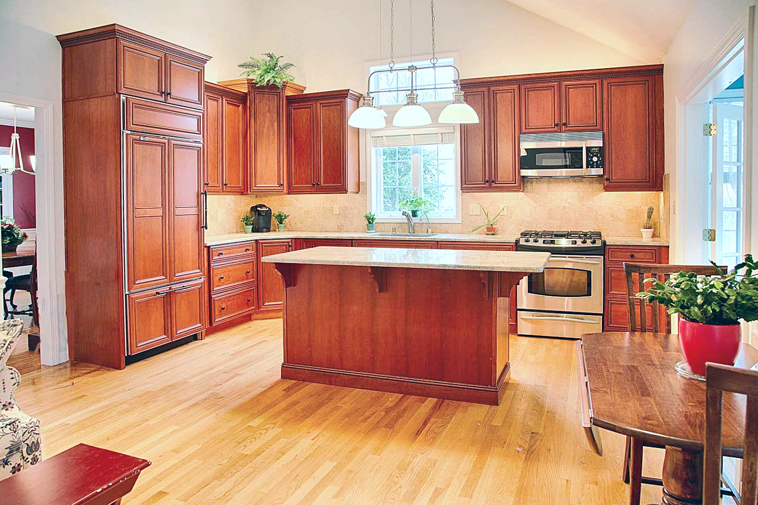 The exquisite kitchen has a timeless design and is easily maintained.