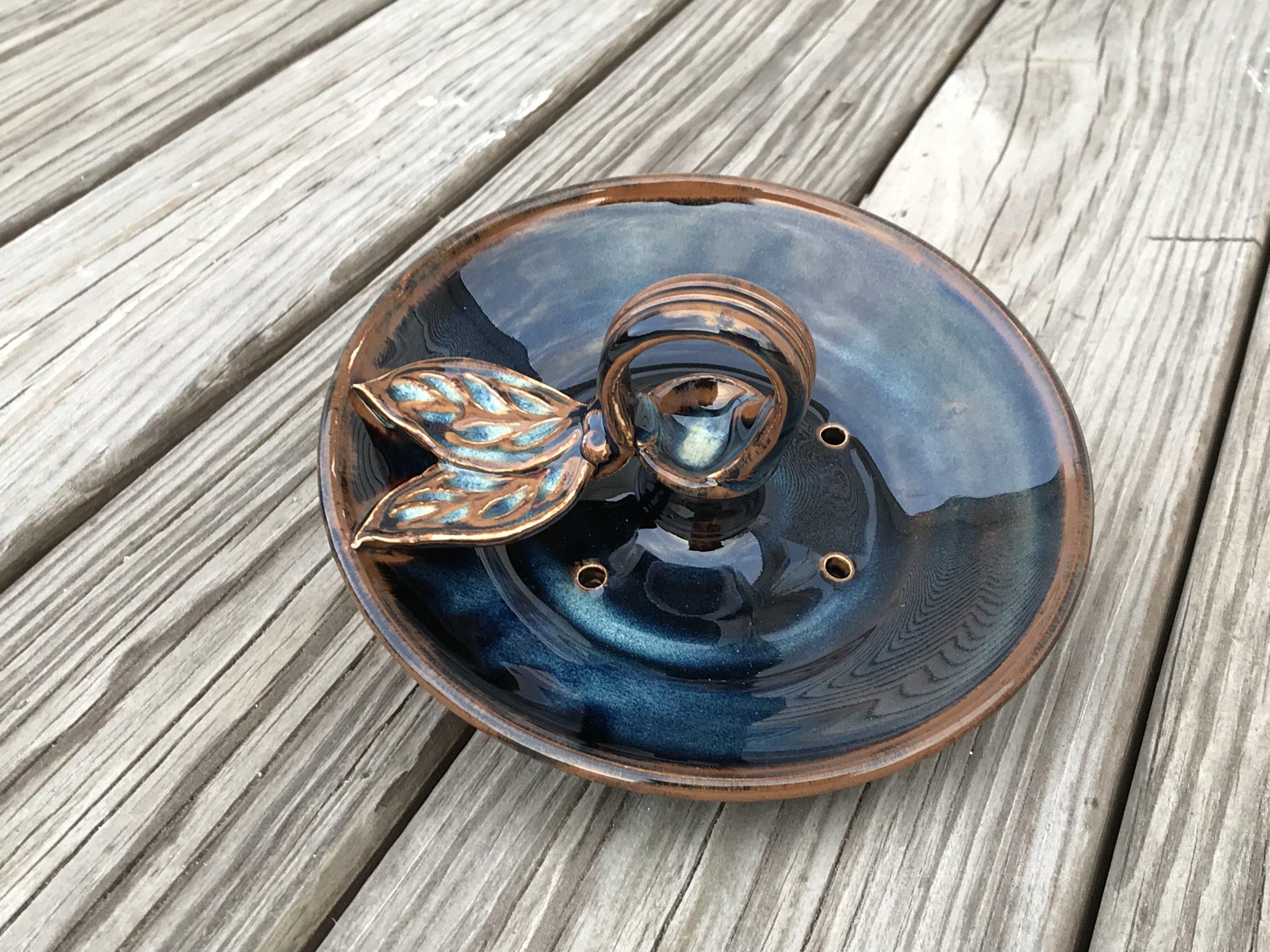 Black and Blue Dish Birdfeeder