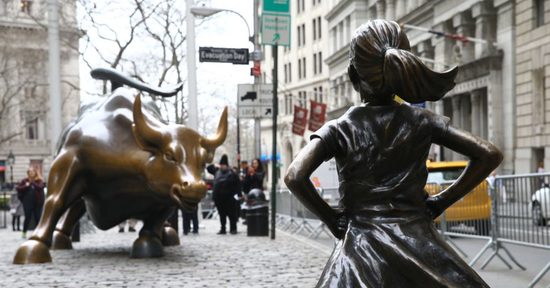 104553750-Fearless_Girl_GettyImages-660180004.1910x1000.jpg