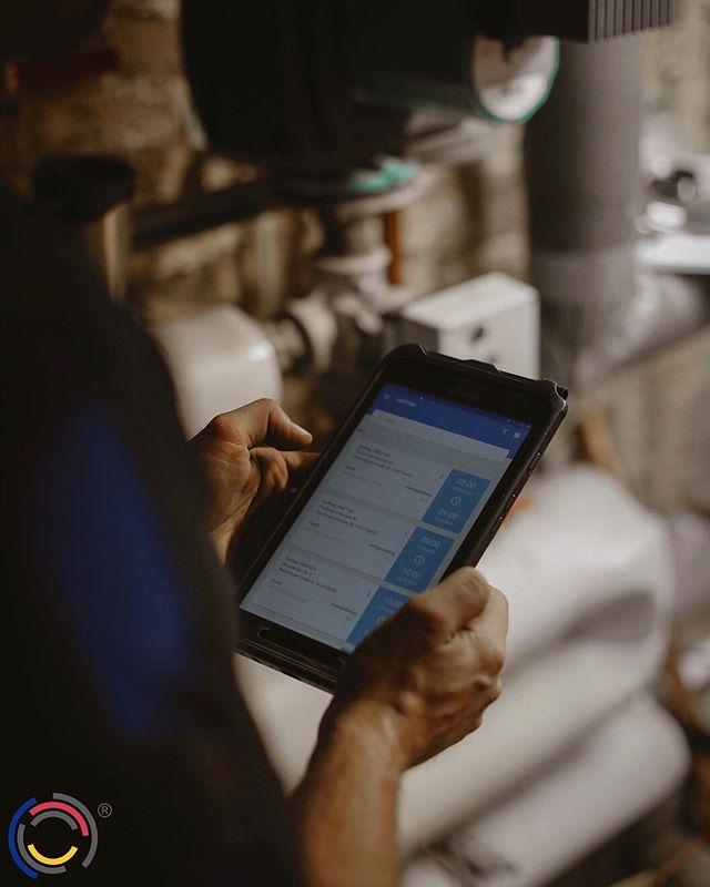 Unsere Handwerker nutzen alle Tablets für das papierlose Projektmanagement. Aufträge werden bei uns größtenteils elektronisch angenommen und über das ERP-System automatisch auf das Tablet des zuständigen Monteurs geschickt. Anschließend geht die Rechnung dann auch elektronisch an den Kunden.  #wirbeikronegt #teamkronegt #kronegt