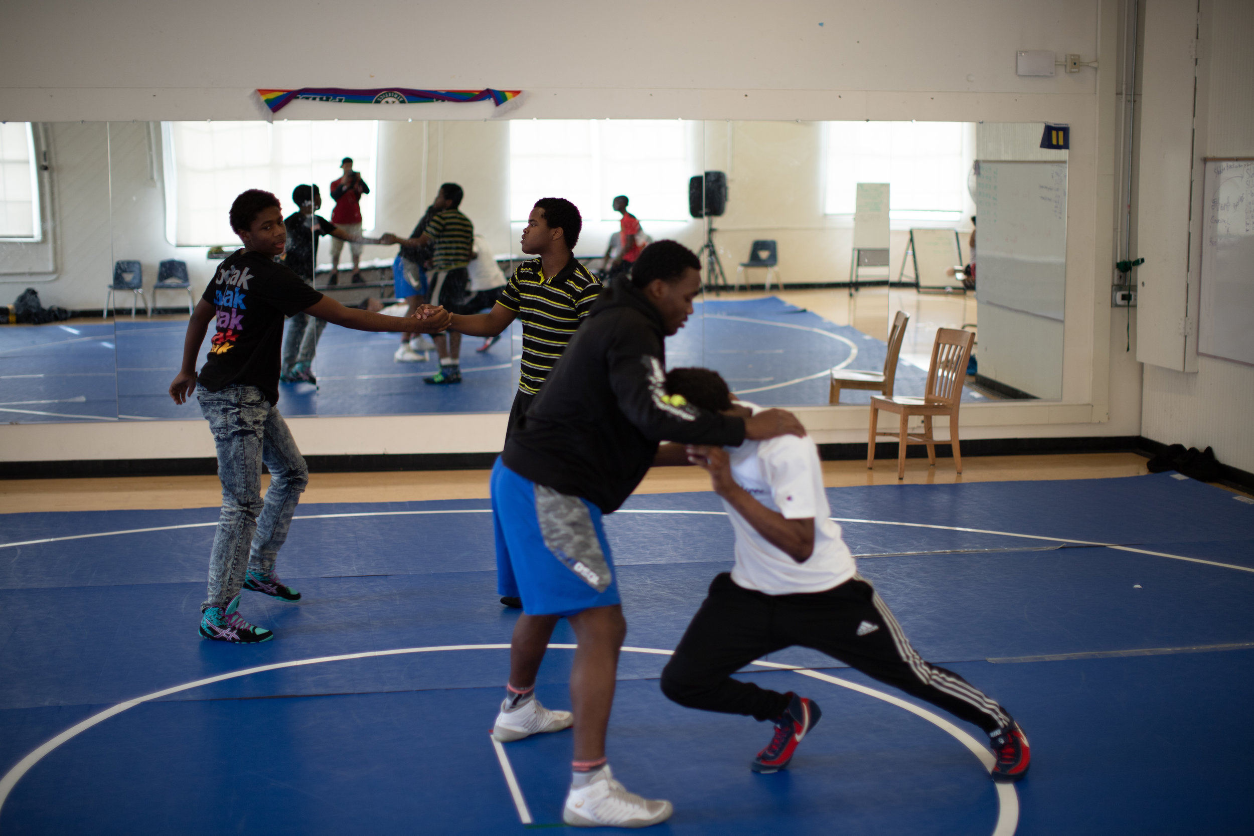 Assistant Coach Denzel Mabry works with students at Westlake (photo by Leonardo Flores).