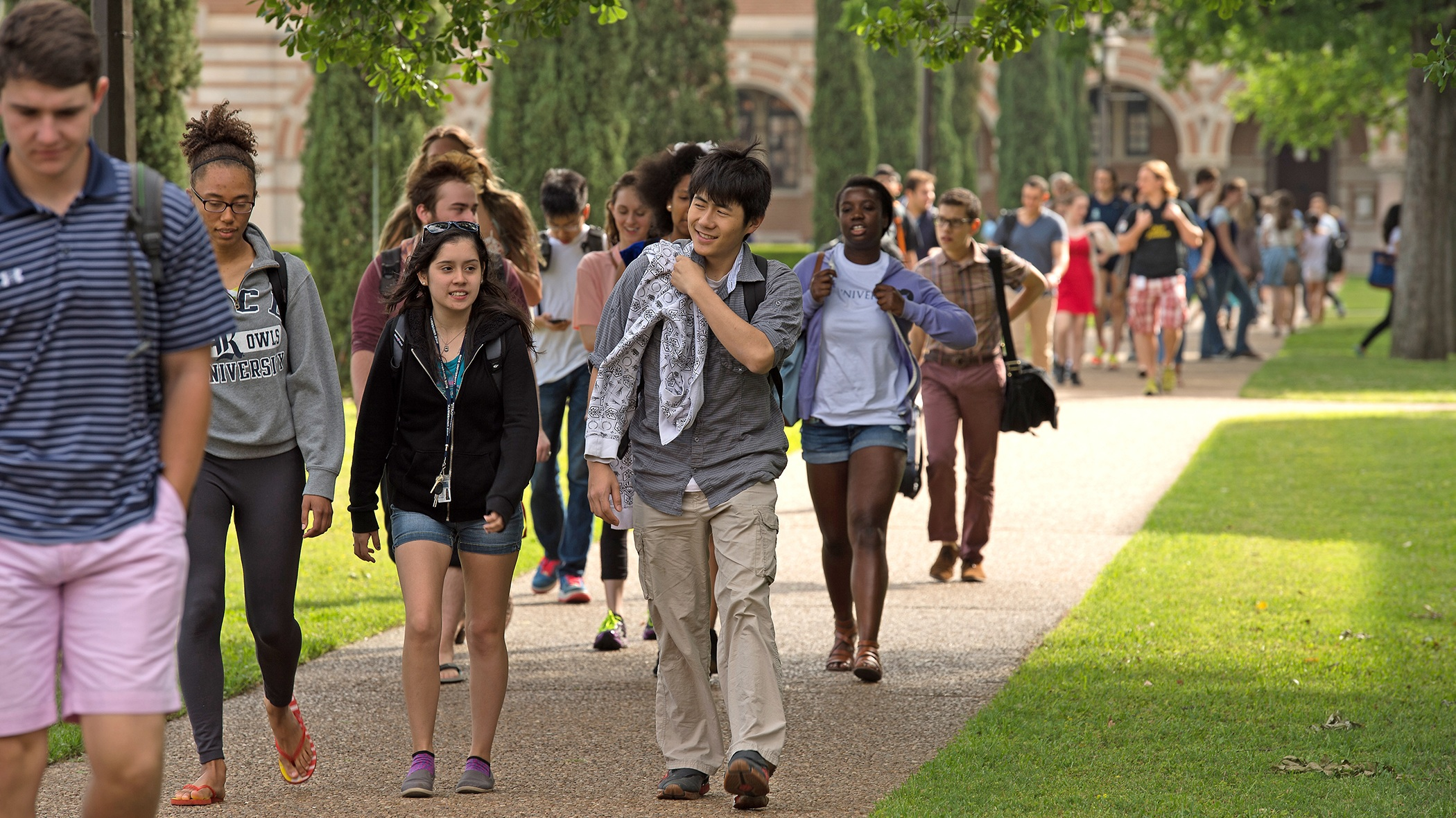 Rice University students walking to class.jpg