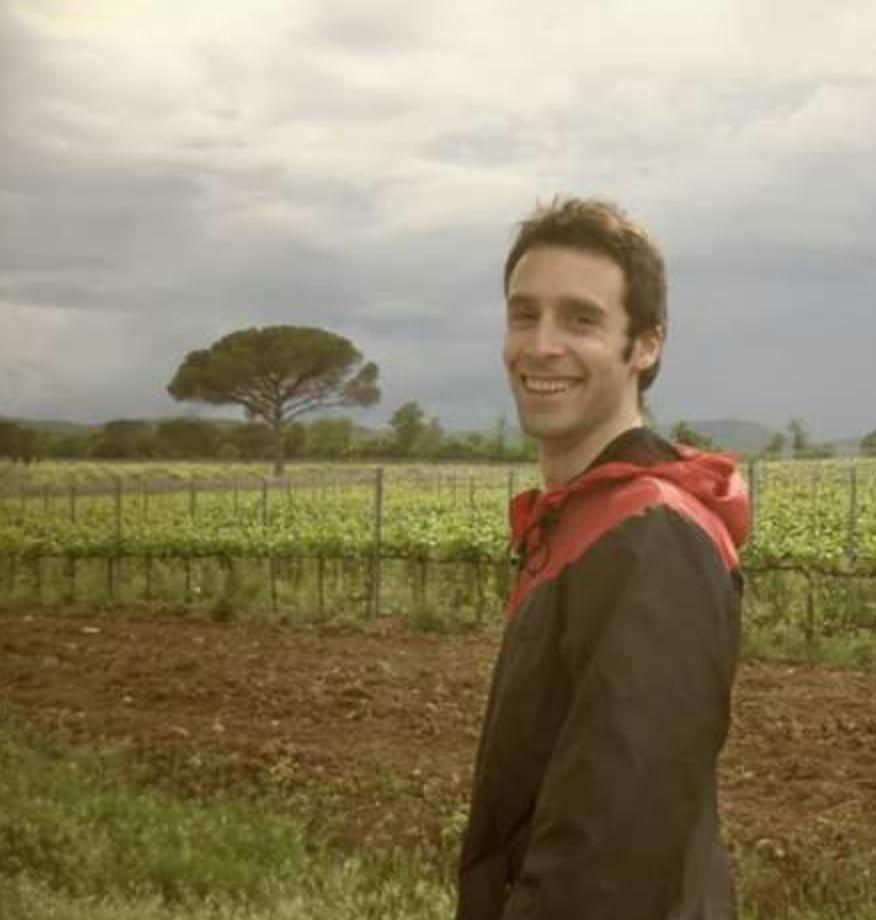 Marc   M'estimo molt l'UPRC perquè em fa sentir part d'una gran familia i perquè junts fem pinya
