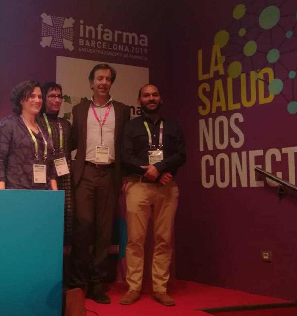 Noelia con otros ponentes en la conferencia
