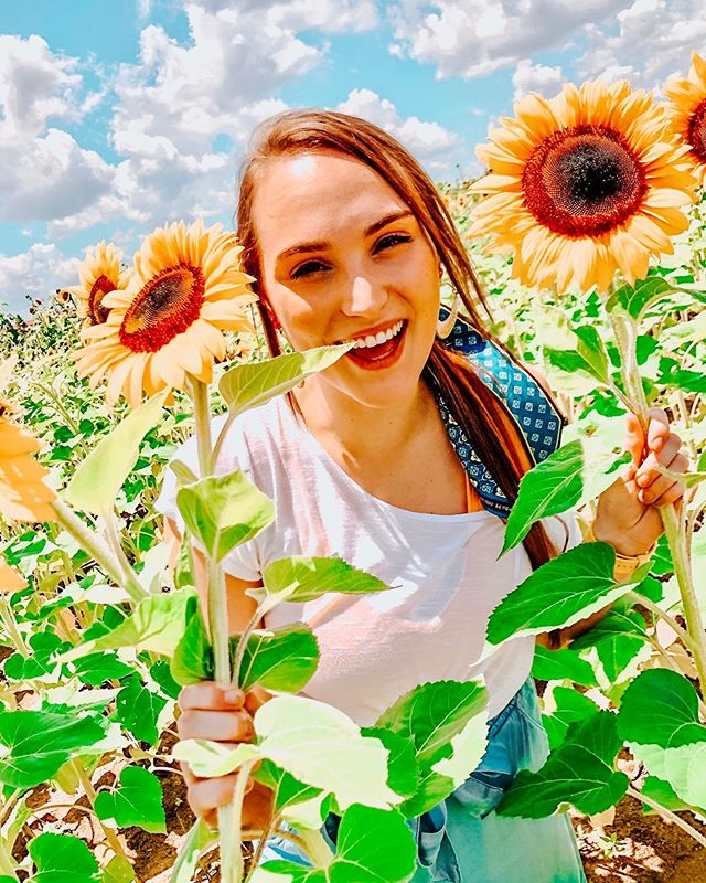 sunshine on our shoulders & sunflowers in our hands 🌻🦋 #AXOEndlessSummer