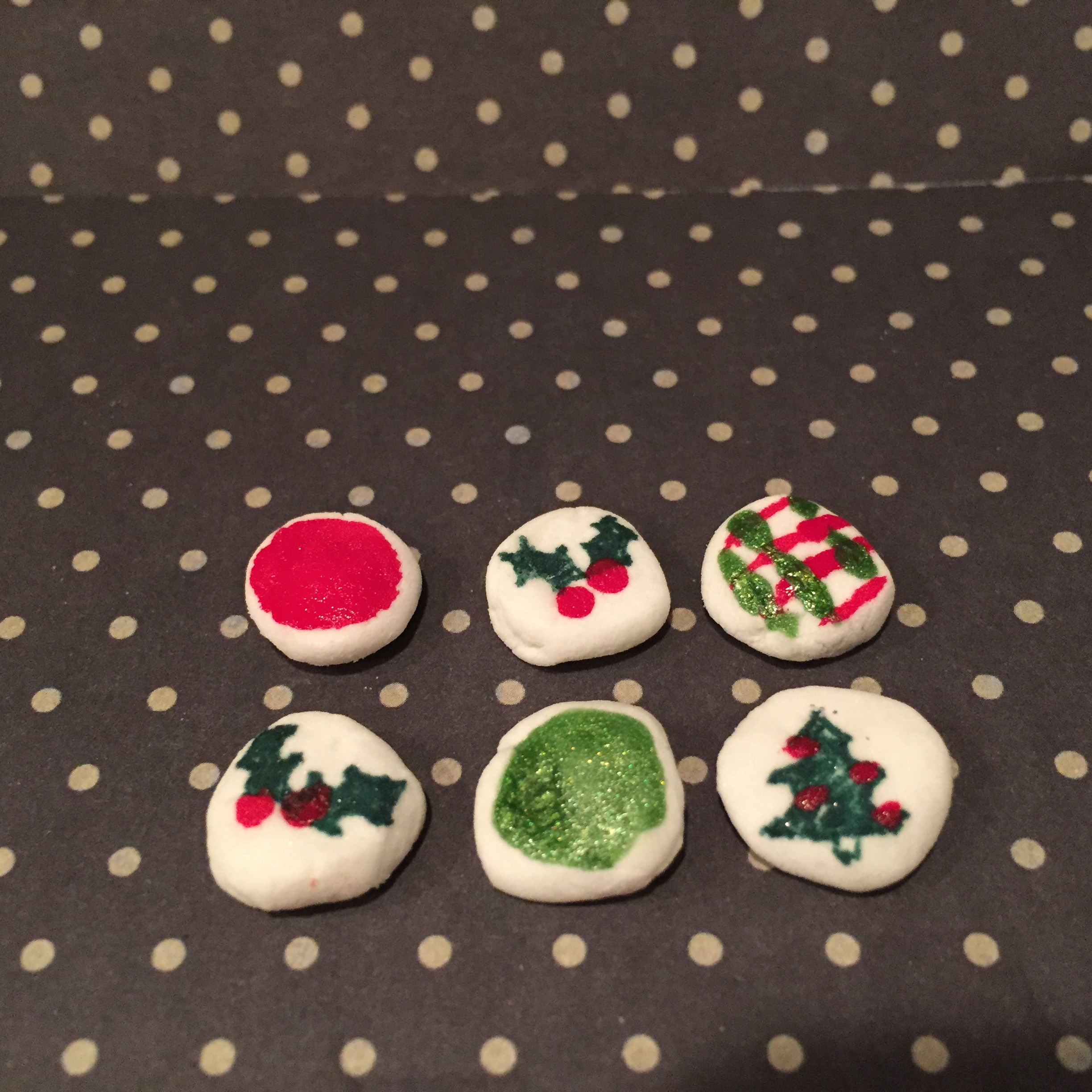 Christmas Crafting, Christmas Craft for Kids, Cornstarch Dough, Kids Crafts, Doll Foods, DIY doll accessories, DIY doll food, The Everyday Journalista, Everyday Journalista,