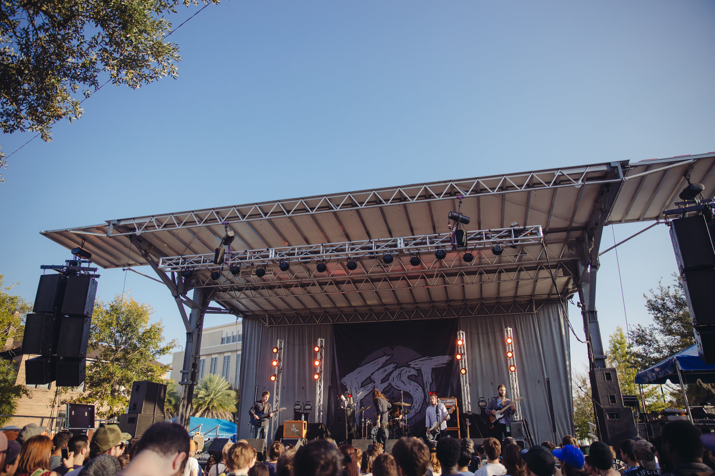 pianos-become-the-teeth---fest-14_22659658683_o.jpg