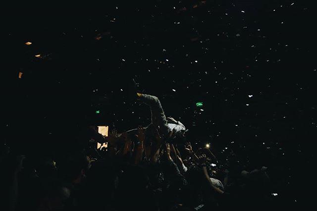 """@doloresdehuevos anoche en la presentación de su nuevo disco """"Crisis Mental/Crisis de Conciencia"""". Increíble show, nunca nos cansaremos de verlos en vivo."""