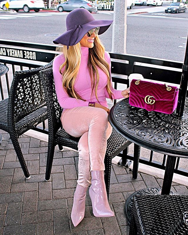 ROSÉ CAFÉ☕️🥐🎀 Bonjour dahhhlings! I'll just sit right here & wait for my chocolate croissant to arrive! 🍫🥐 Bc what else pairs better with a latte? ☕️ I like to indulge first thing in the morning & start my day pretty 🌸 pink 🎀 & sweet 🍫🥐 Have a fabulous Rosé day!😘 Shop my daily looks by following me on the LIKEtoKNOW.it app http://liketk.it/2A9op #liketkit @liketoknow.it #LTKitbag #runningonrosé #prettyinpink #pinklady #bonjour #lavieenrose #goodmorning #pinkombre #inspocafe