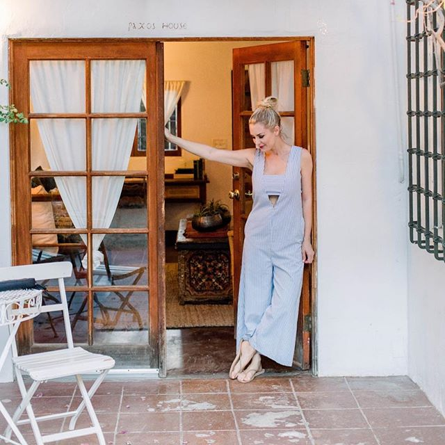 After 8 days spent nesting with the baby girl and not leaving the house, packing up for a weekend away!⁣⁣⁣ ⁣⁣⁣ First car ride, first restaurant reservation and this mama is ready to put on real clothes again after a week in cozies! 📷 @mollyandcophoto