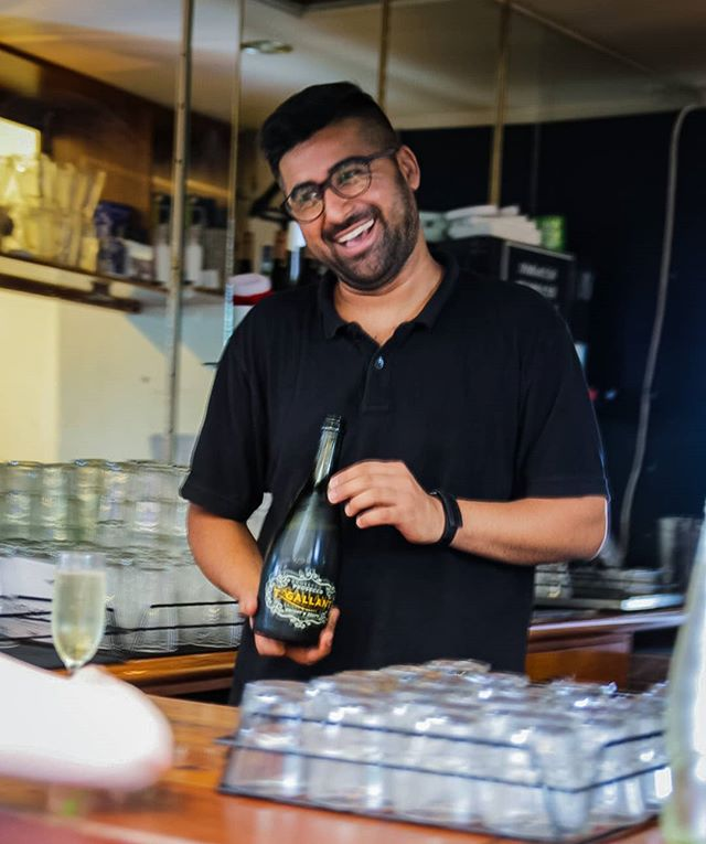 Service with a Smile @ Bells Hotel! 😍🍻🥂👌 Customer Service is the name of our game! ♥️ tag us and let us know your favourite moments @ Bells #southmelbourne #bellshotel #fun #servicewithasmile
