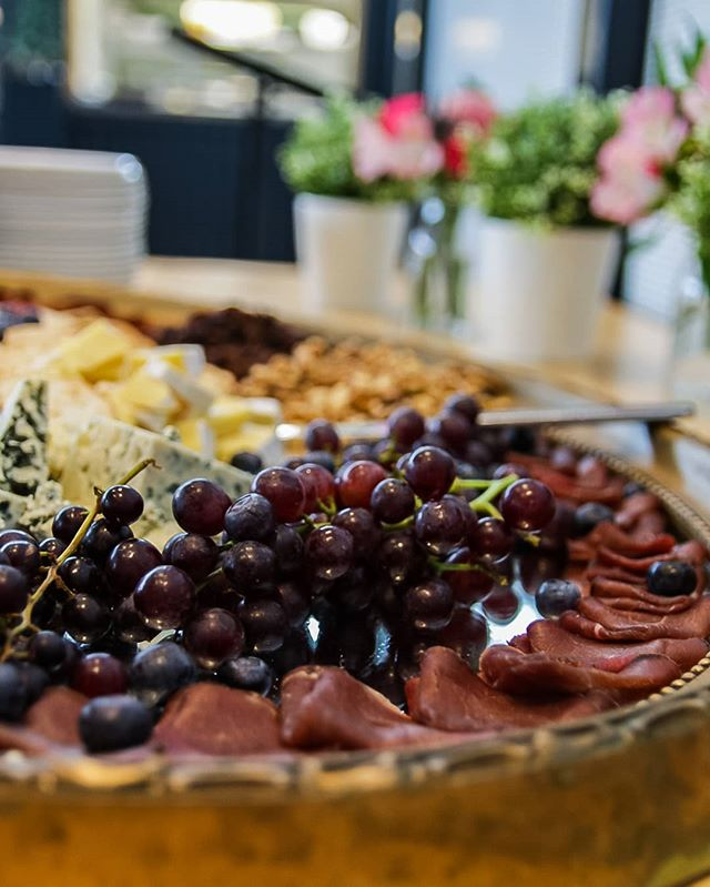 Charcuterie Nibbles 😍🙌🥂 Nibble like a King 🤴👸 or Queen 😉😊♥️🥂 #nibbles #nibblesoftheday #bellshotel #southmelbourne