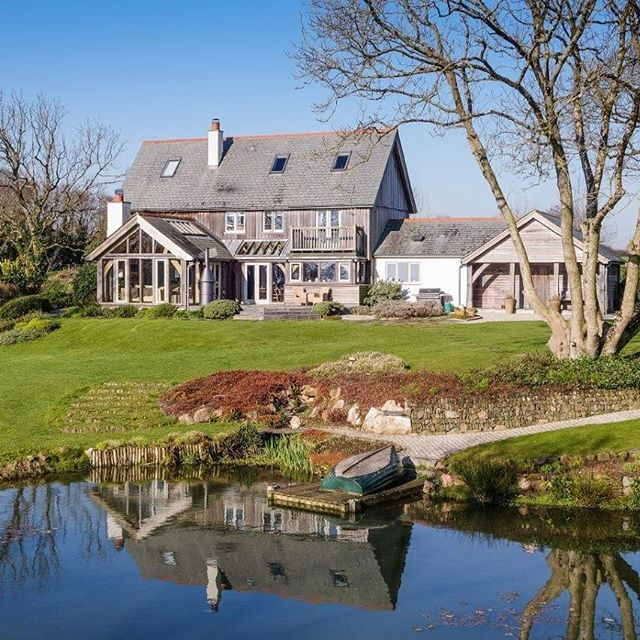 Keiro Veor - A classic RJA house. This rural retreat is FOR SALE! Contact @jbandpartners for details.  #cornwall #forsale #cornwalllife #rural #coastal #coastalfarmhouse #lake #pond #timberframehouse #oakframe @carpenter_oak #oakframing #oaktruss #propertyforsale #property #lovenorthcornwall #walledgarden #stables #luxuryhomes #luxurylifestyle #interiordesign #retreat #roderickjames #architect #roderickjamesarchitects