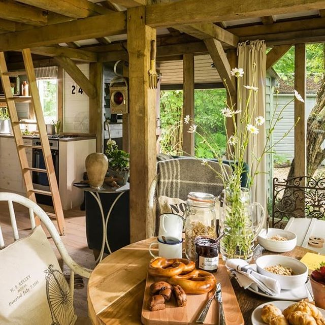 Breakfast at Little Bear - magical cabin in the woods #sussex #cabin #cabinporn #cabinlife #tinyhouse #tinyhomes #oakframe #timberframehouse #hut #sustainable #home #holidaylet @uniquehomestays #explore #retreat #woodcabin #breakfast #smallhouse #design #roderickjames #architect #roderickjamesarchitects @cabinporn #uniqueplaces #forrent