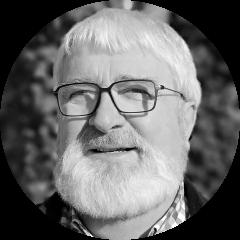 Yann METAYER   Il débute sa carrière dans les métiers du spectacle en 1972 :  Régisseur général et directeur technique pour la Maison de la Culture de Nantes, jusqu'en 1983, puis pour le Printemps de Bourges et le Festival Interceltique de Lorient, de 1984 à 1989.  En 1988 et 1989, il assure la Direction Générale à la création des Eurockéennes de Belfort.  De 1990 à 1992, il est chef de projet pour le montage des tribunes SAMIA aux J.O. d'Albertville.  De 1993 à 2001, il assure la direction technique de spectacles, d'évènements sportifs ou industriels.  En parallèle, Il s'intéresse à la formation sur la sécurité, la sûreté et la prévention, et devient créateur de programmes de formation, formateur et enseignant dans ce domaine particulier du spectacle, pour plusieurs écoles et centres de formation.  Pour cela il se forme en continu en prévention des risques, auprès de la CRAMIF. Et en 2004, il obtient le Brevet de Prévention - AP2. (Recyclages à jour)  Après 9 ans au CFPTS, il dirige un centre de formation : ARTEK de 2006 à 2013.  Yann a été membre de la Commission Centrale de Sécurité, auprès du ministre de l'intérieur, de 1997 à sa fin en 2014. Il est membre de la Commission Nationale de Sécurité du Spectacle Vivant et Enregistré, du Ministère de la Culture.  Il anime des groupes de travail pour rédiger des textes juridiques (Mémento des agrès de Cirque - Memento des ensembles démontables), et est l'auteur et co-auteur de textes et d'ouvrages sur la sécurité dans le spectacle vivant.  De 1992 à aujourd'hui, il participe à des études et/ou réalisations scénographiques dans toutes la France, pour des tribunes, chapiteaux et salles de spectacles.  Il réalise aussi des audits relatifs à la sécurité et la prévention des risques, pour le ministère de la culture, des villes, des scènes nationales, des salles de spectacles, des parcs d'attractions, et des entreprises prestataires du spectacle.  Il a été le gérant de la société BAYA de 2002 à 2015, et depuis 2015 est le Pr